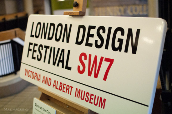blogtour v and a ldf sign